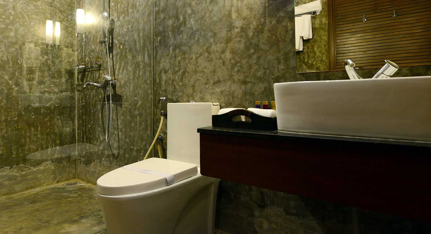 Hibiscus Suite Bathroom, Palm Exotica