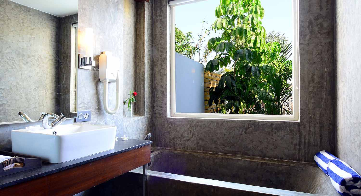 Temple Tree Villa Bathroom, Palm Exotica